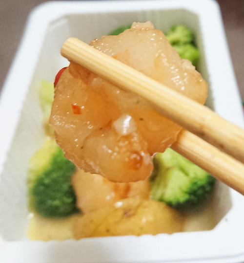 「海老と野菜のアヒージョ風」の海老のアップ写真