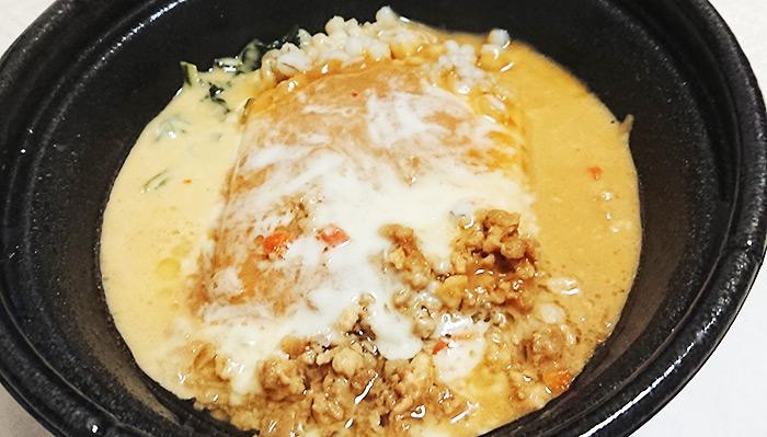 「肉味噌チーズ(もち麦入り)」のフタを開けた写真