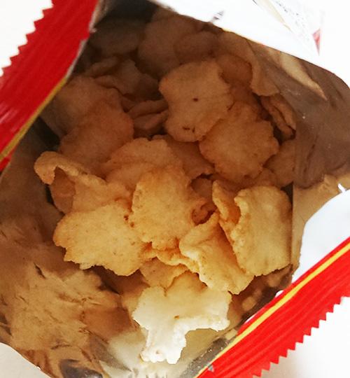 「馬刺しチップス」の袋を開けた写真
