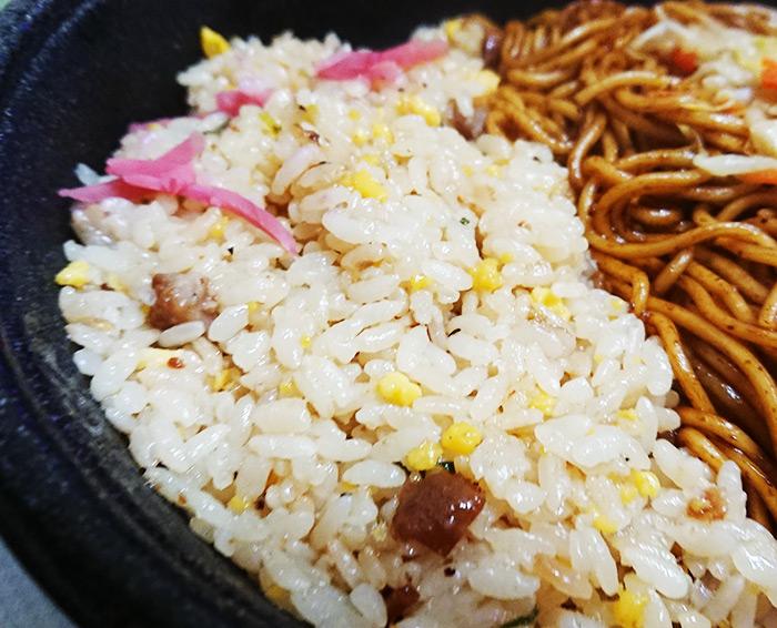 「焼そば&炒飯」の炒飯部分の写真