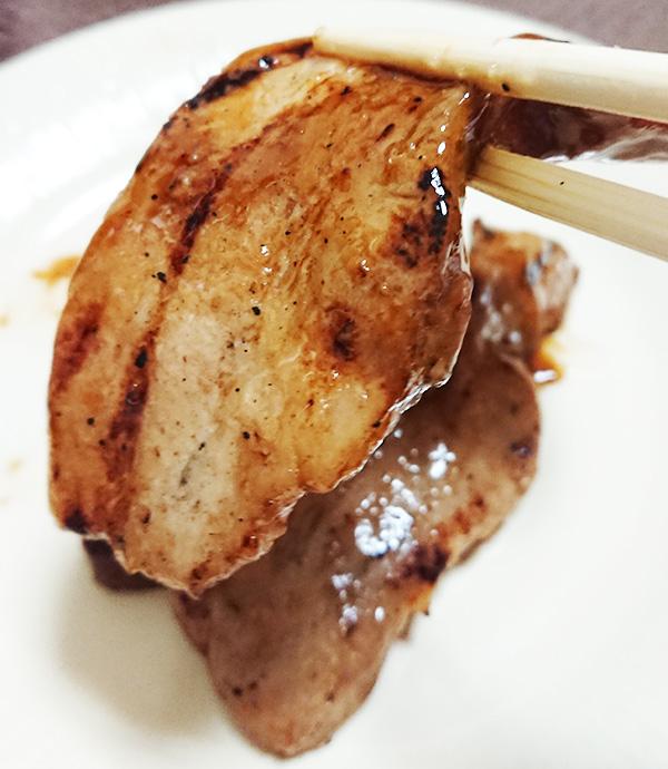 豚バラの炭火焼の豚肉