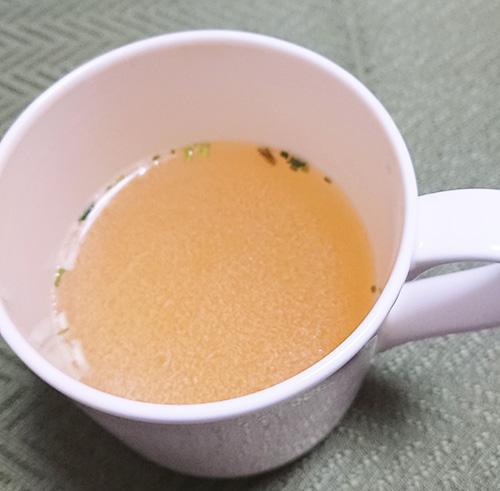 「やきそば弁当」に入っている中華スープ