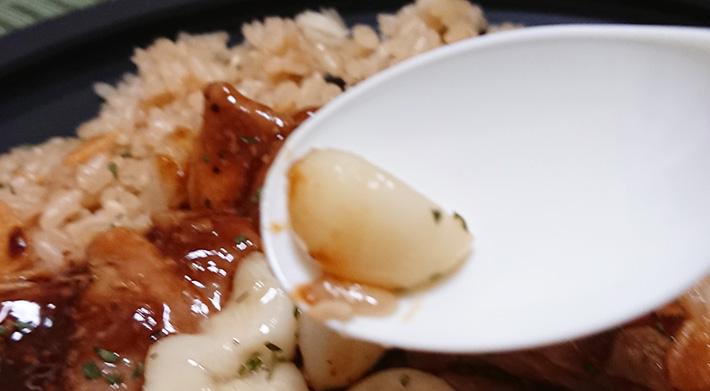 「にんにく好きの為の!ニンニク炒飯&ガリチキ」に入っているニンニクの一片