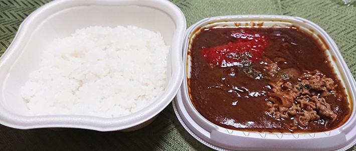 「洋食屋さんの味!特製ハヤシライス」のご飯部分とソース部分